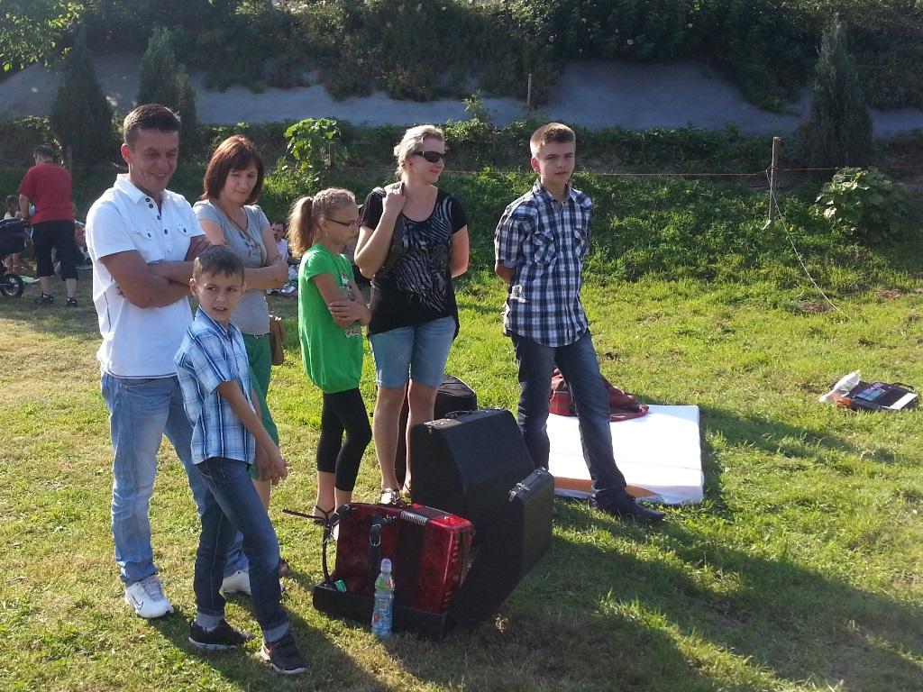 Młodzi artyści przed występem