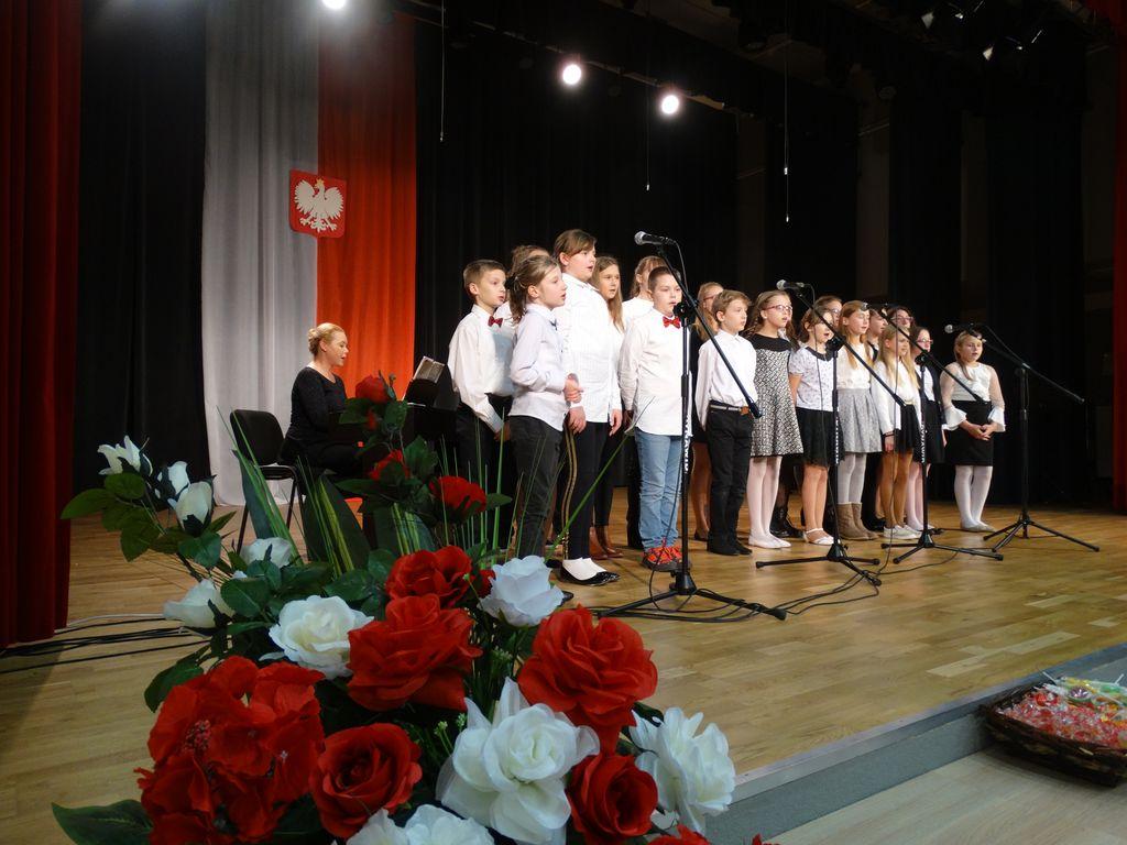 Fotorelacja z Koncertu Listopadowego w GOK w Żołyni
